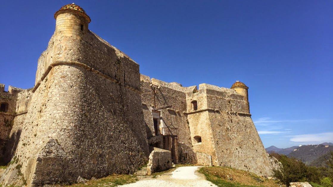 Fort Mont Alban na wzgórzu Mont Boron