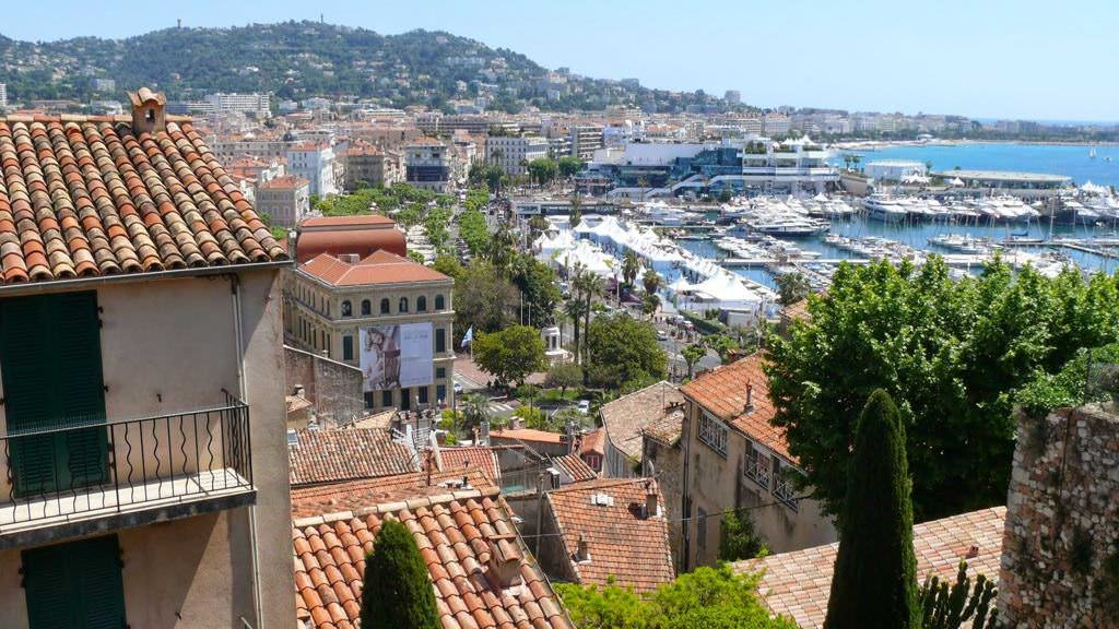 Widok na centrum Cannes ze Starego Miasta