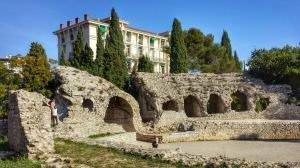 Ruiny amfiteatru antycznego w Cimiez, dzielnicy Nicei