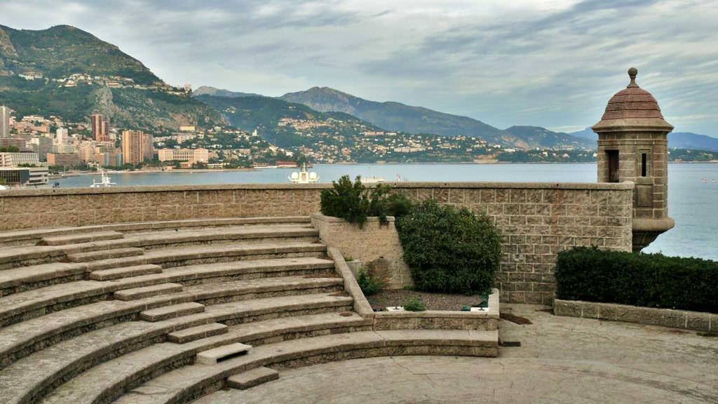 Amfiteatr na ruinach Fortu Antoine w Monako