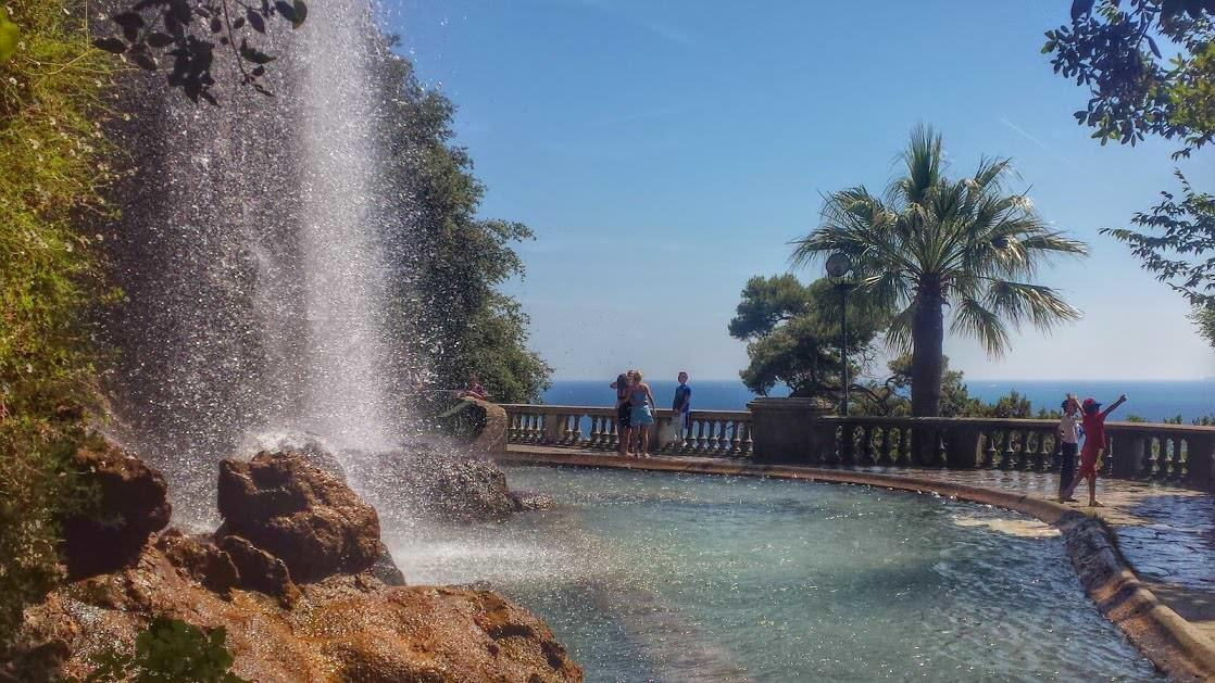 Wodospad w Nicei na Wzgórzu Zamkowym