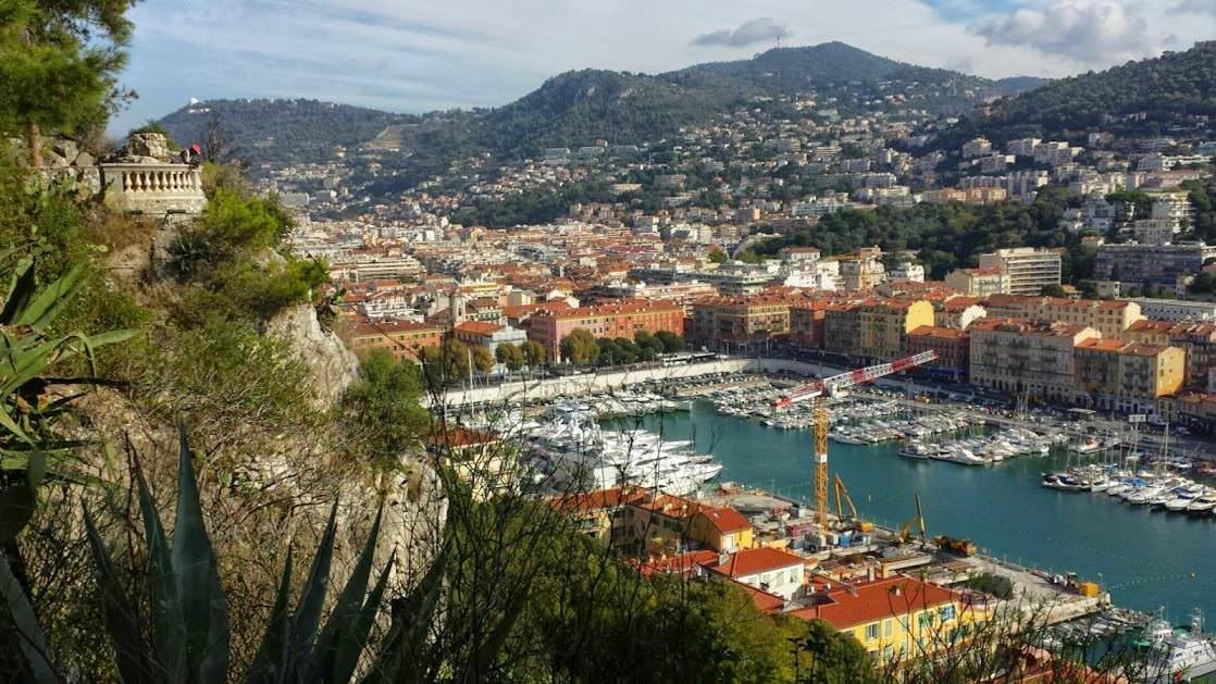 Port w Nicei, widok ze Wzgórza Zamkowego