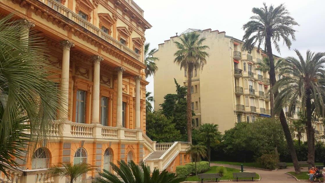 Apartamentowiec w Nicei zaraz obok muzeum