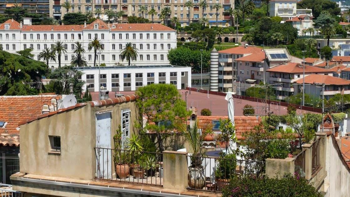 Ogród na dachu w Cannes