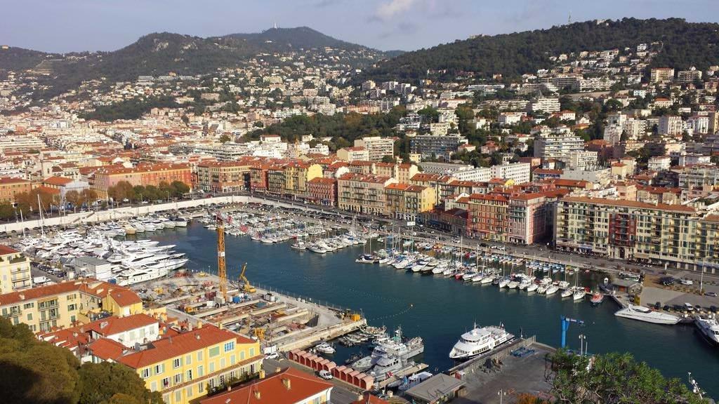 Widok ze Wzgórza Zamkowego na port w Nicei