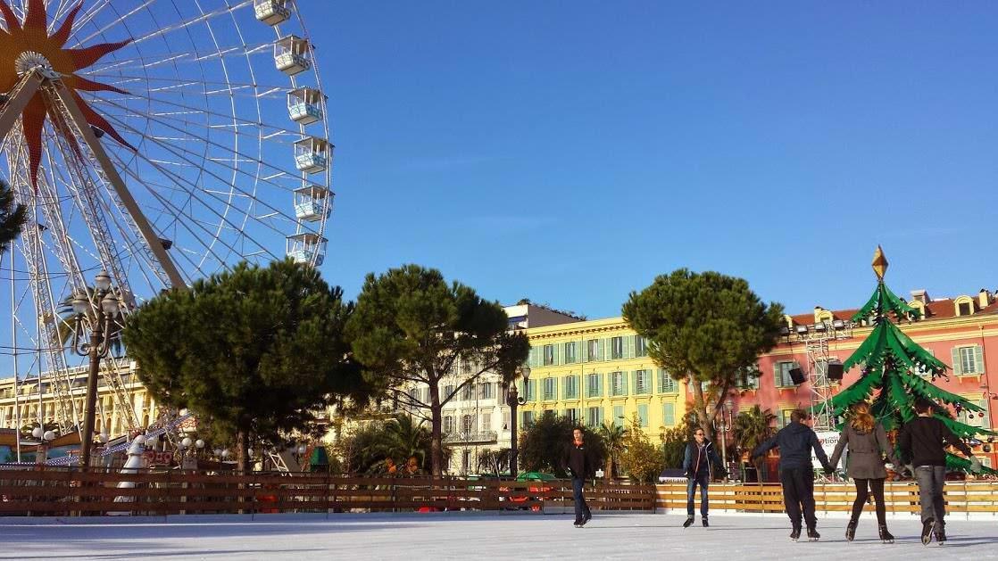 Święta we Francji: lodowisko na Placu Massena w Nicei