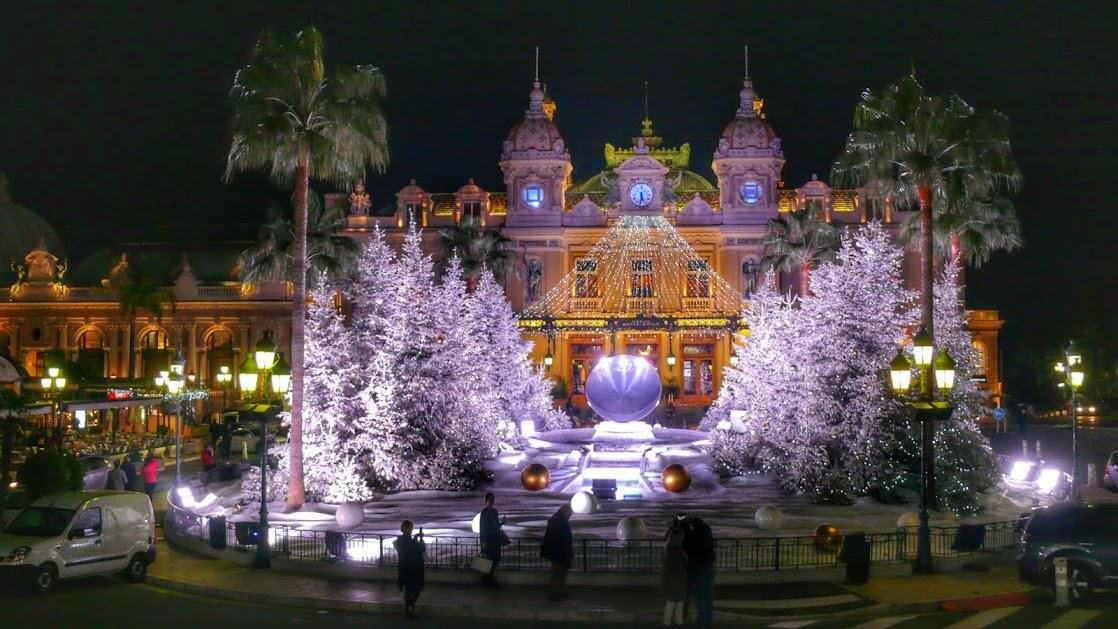 Kasyno w Monaco Monte Carlo w świątecznej scenerii