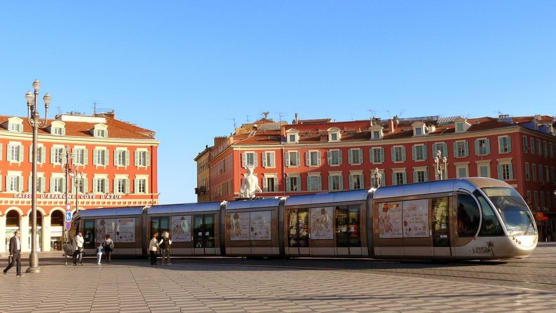 Tramwaj na Placu Massena w Nicei