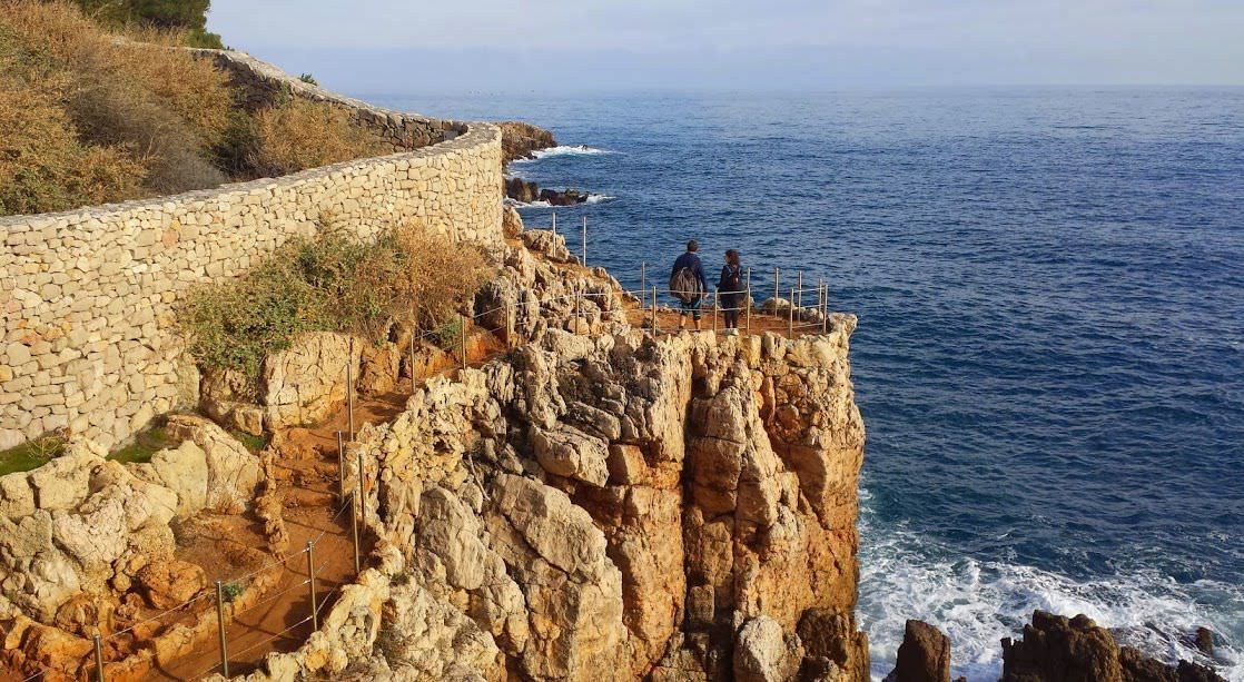 Wędrówka dookoła Cap d'Antibes nie jest najtrudniejsza, ale może wyczerpać fizycznie