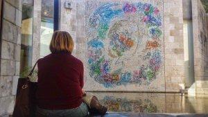 Wóz Eliasza - mozaika na zewnętrznej ścianie muzeum Chagalla w Nicei