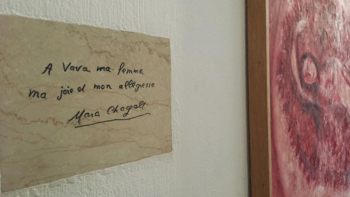 Napis autorstwa Chagalla: A Vava, ma femme, ma joie et mon allègresse (dla Vavy, mojej żony, mojej radości i mojego wesela).