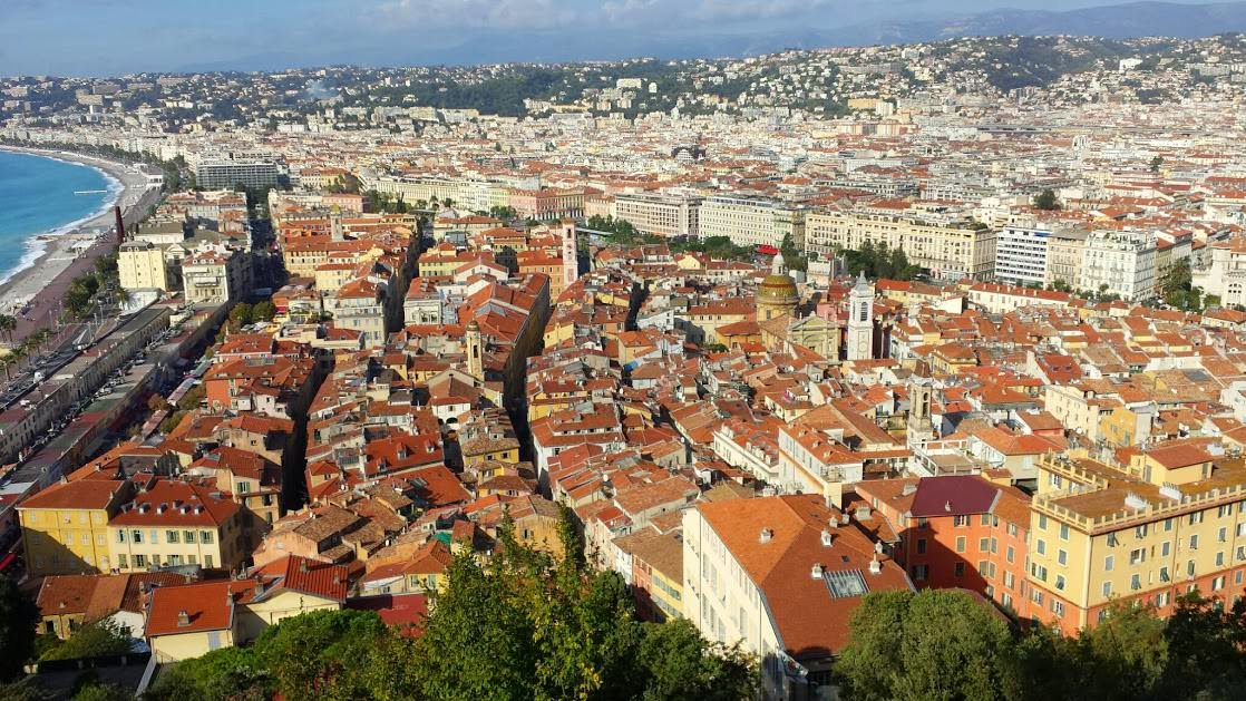 Nicea, Stare Miasto z wyraźnym odcięciem od nowej części.