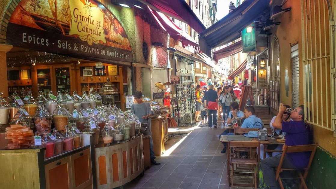 Wąska uliczka Starej Nicei