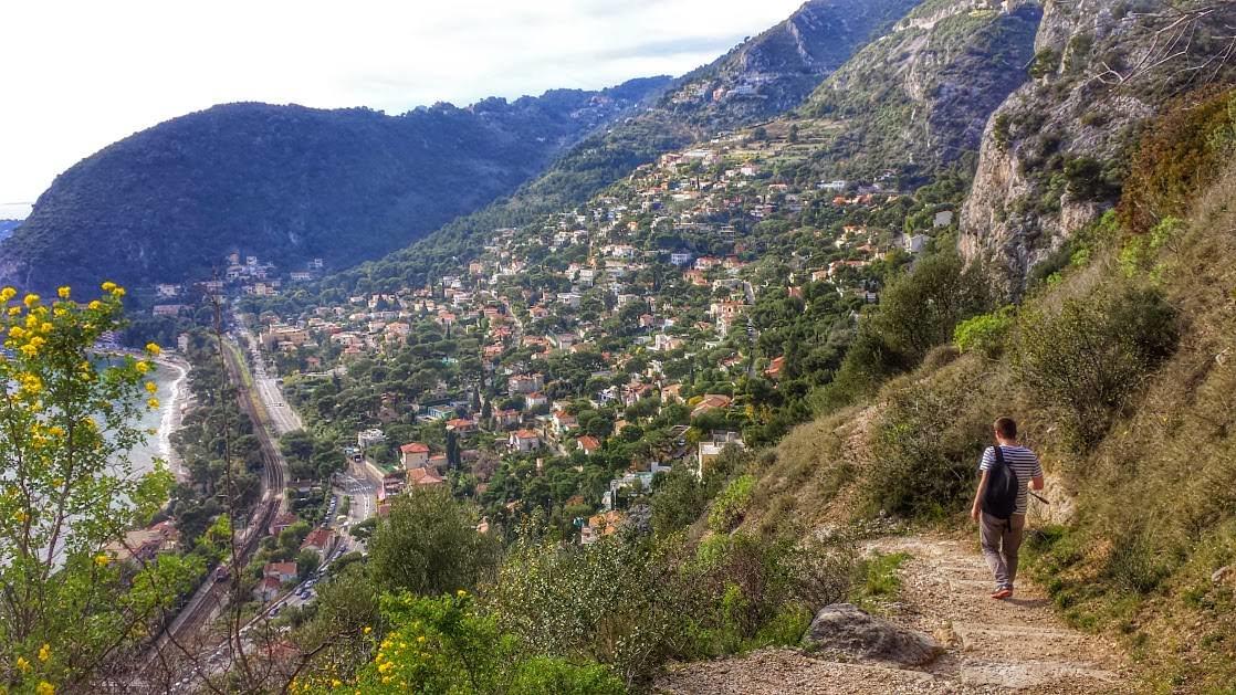 Eze-sur-Mer widoczne ze ścieżki Nietzschego