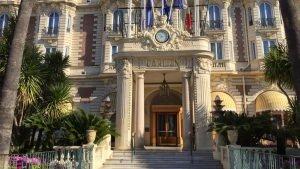 Wejście do hotelu Carlton w Cannes
