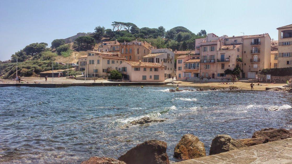 Saint-Tropez, widok na wzgórze z cytadelą