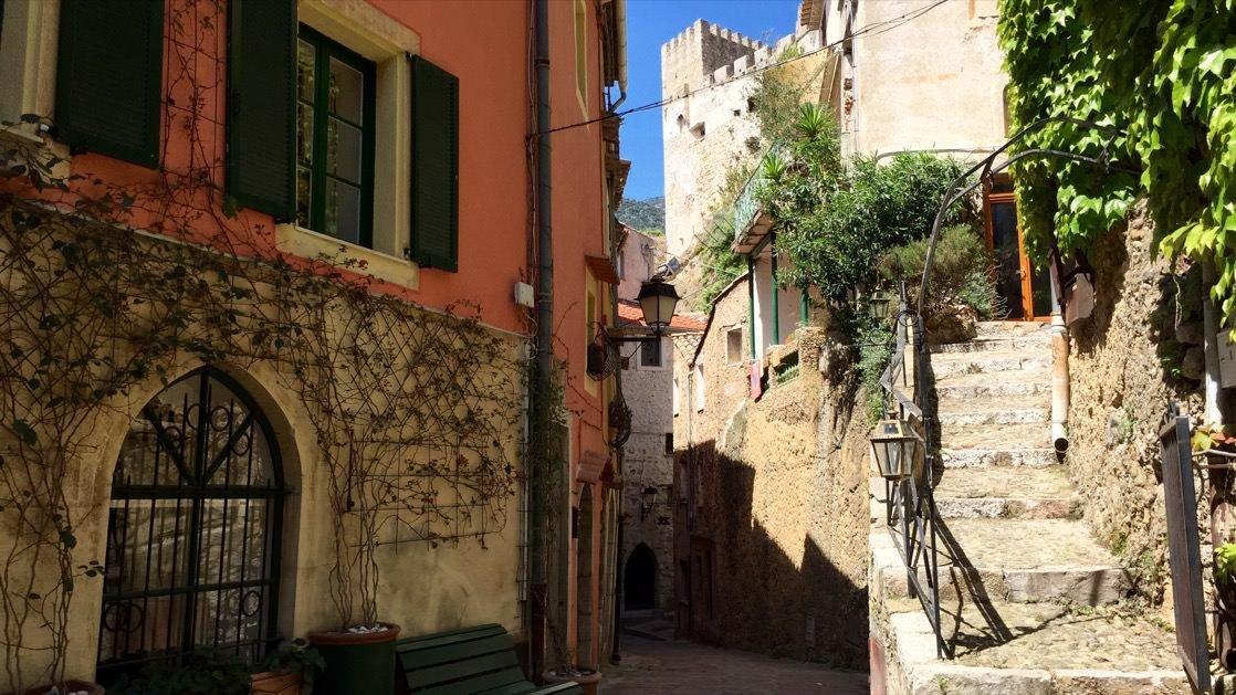 Uliczka w Roquebrune-Cap-Martin