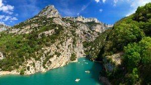 Kanion Verdon: tuż przy jeziorze Lac de Sainte-Croix można wypożyczyć sprzęt pływający.