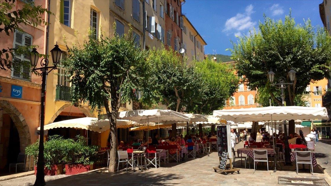 Place aux Aires, główny plac Starego Miasta w Grasse