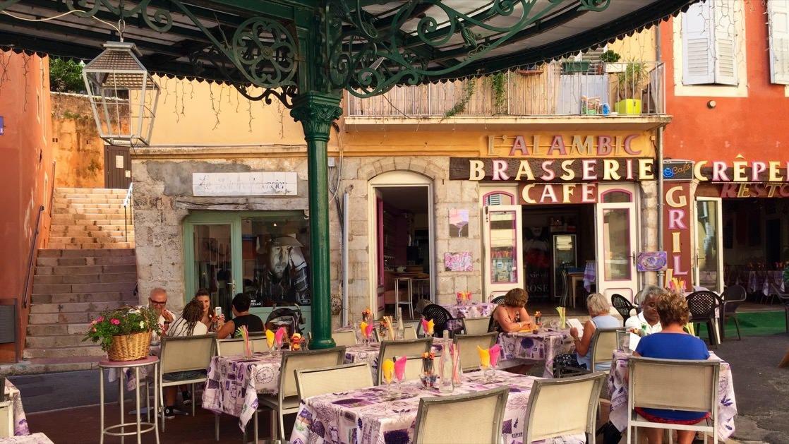 Restauracja na Place de la Poissonnerie w Grasse