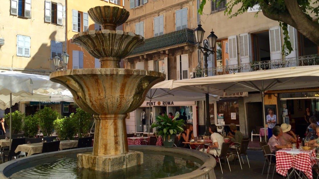 Fontanna na Place aux Aires, Grasse