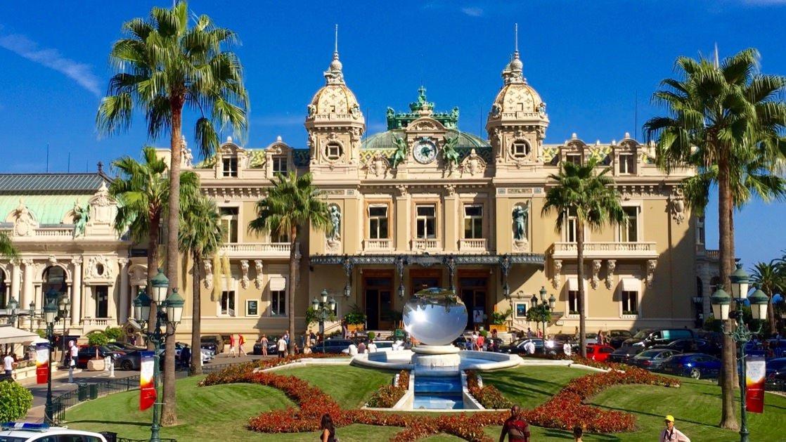 Główna fasada kasyna w Monako Monte Carlo