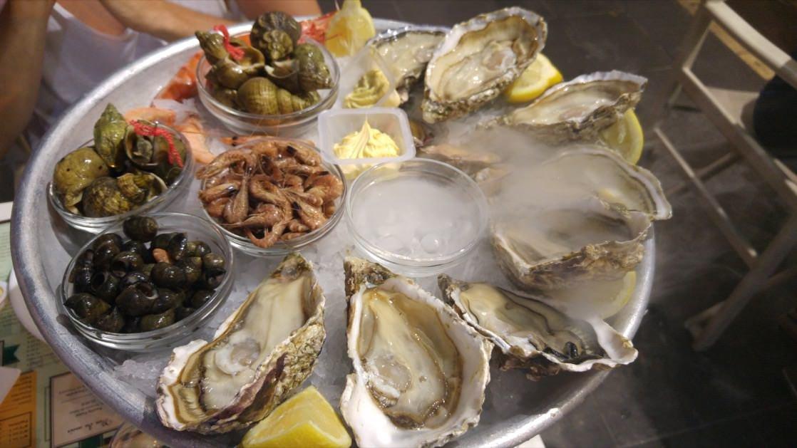 W taki sposób podawane są owoce morza w najlepszych restauracjach na Lazurowym Wybrzeżu