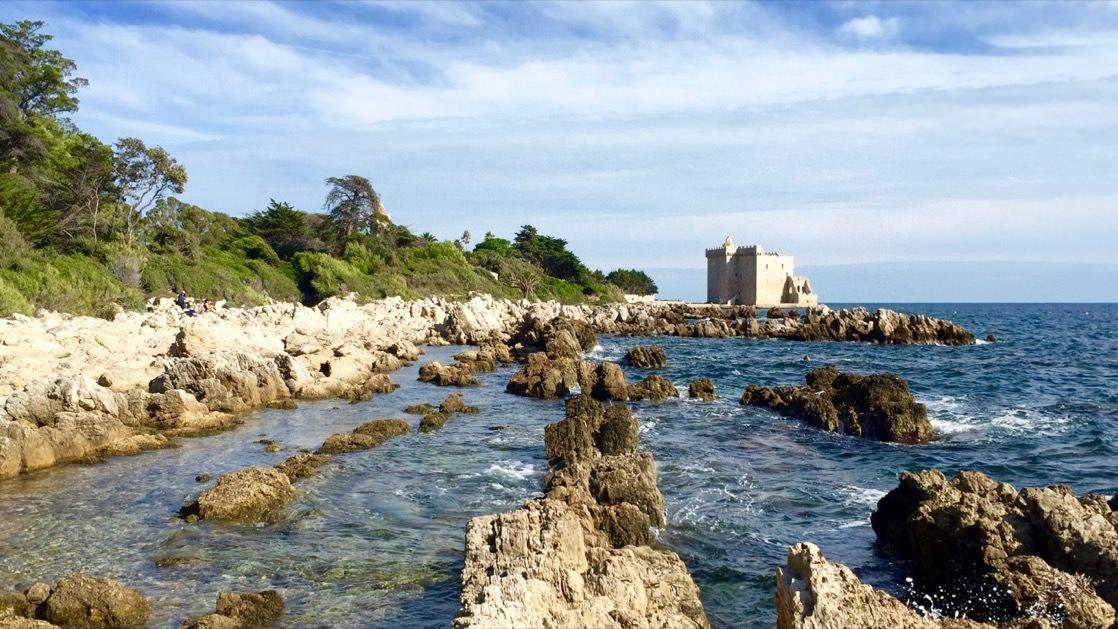 Klasztor ufortyfikowany na wyspie św. Honorata, Lazurowe Wybrzeże