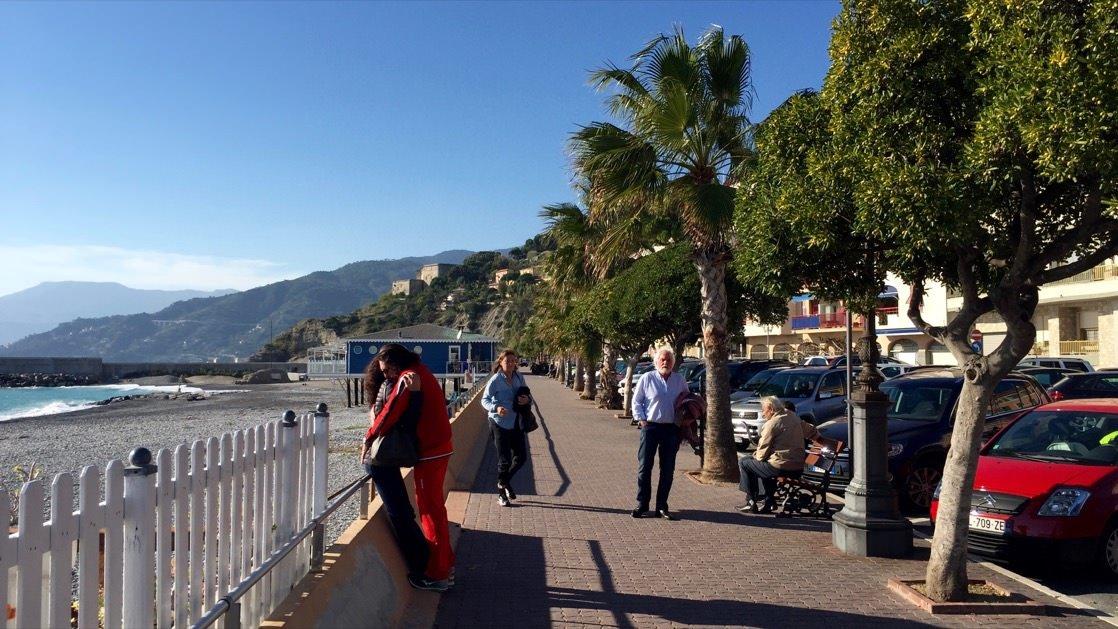 Promenada przy plaży w Ventimiglia