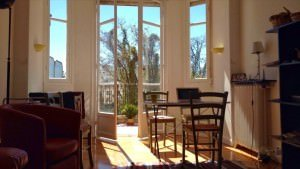 Apartamenty Airbnb w Nicei i na Lazurowym Wybrzeżu to możliwość znalezienia tańszego noclegu.