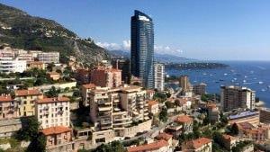 Hotele w Beausoleil oferują np. taki widok na Monte Carlo