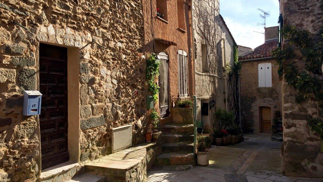 Grimaud, miasteczko niedaleko Saint-Tropez, Lazurowe Wybrzeże