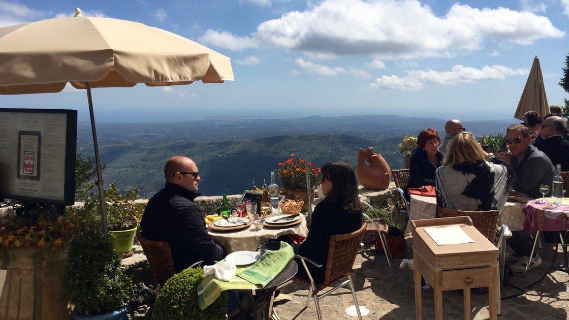 Panorama z Gourdon w stronę Cannes