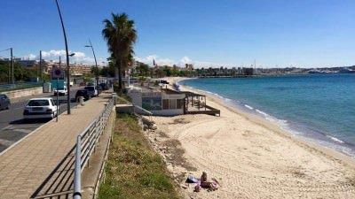 Plaża w Golfe-Juan, Lazurowe Wybrzeże.