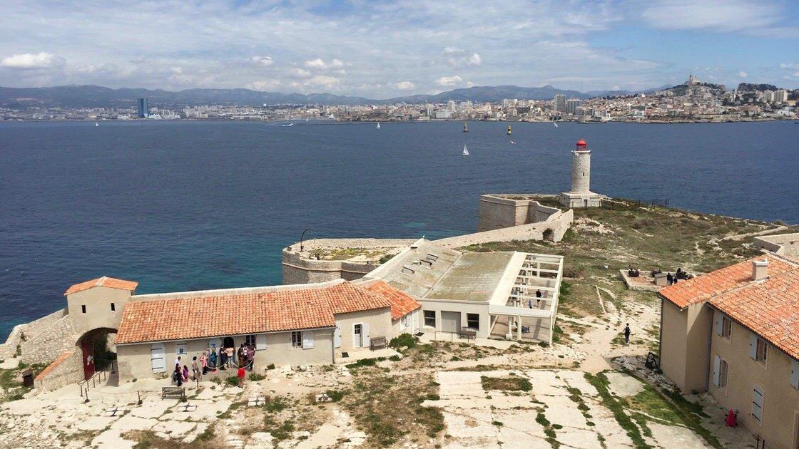 Widok na Marsylię z twierdzy na wyspie If