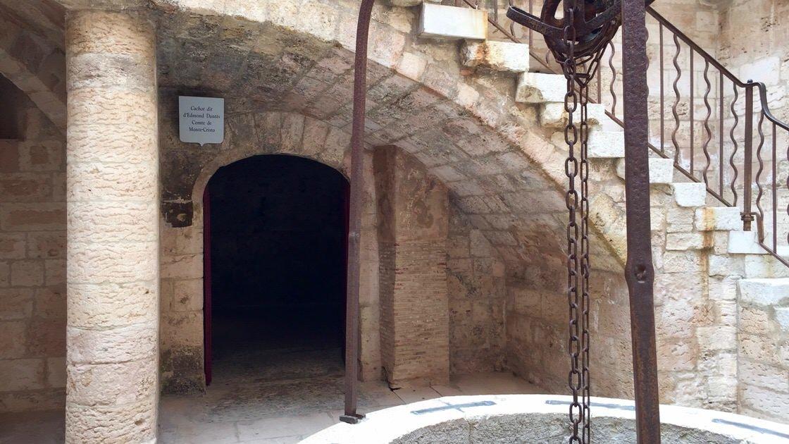 Wejście do celi fikcyjnego hrabiego Monte Christo, zamek If