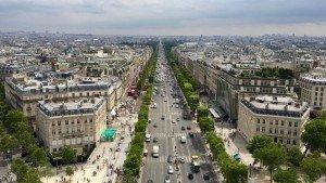 Pola Elizejskie w Paryżu widziane z Łuku Triumfalnego