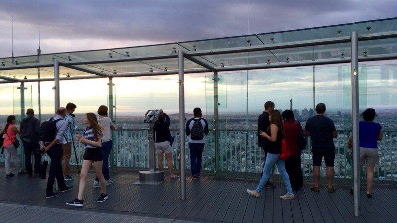Wieża Montparnasse - taras widokowy na szczycie z widokiem na cały Paryż