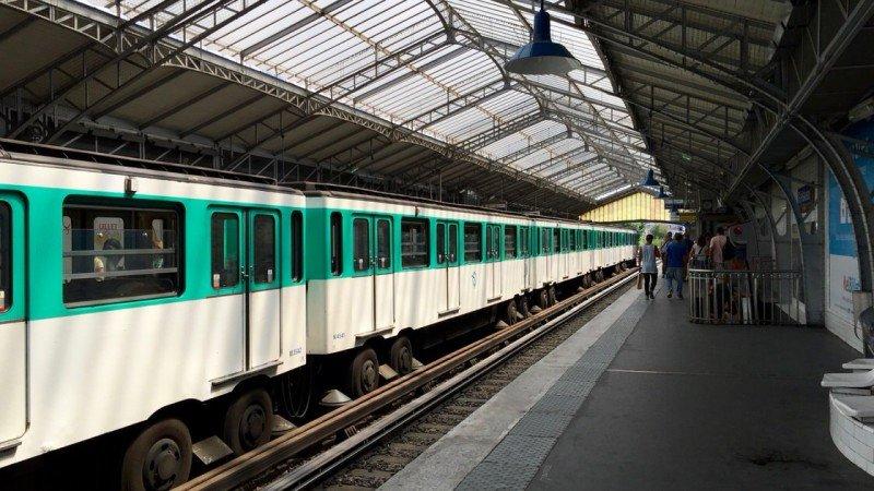 Komunikacja w Paryżu: metro, autobusy i taksówki (Uber), Paryż