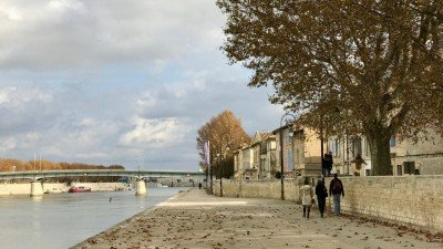 Bulwary nad Rodanem w Arles
