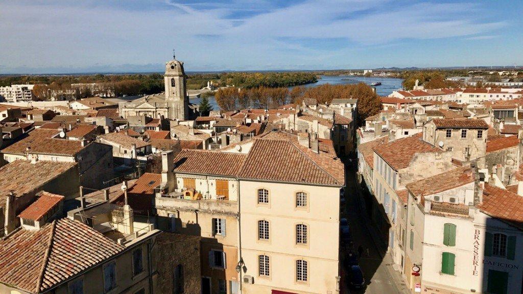 Widok na Arles i Rodan z areny