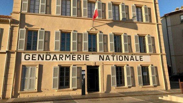 Muzeum Żandarmerii i Kina w Saint-Tropez mieści się w budynku znanym z serii o Żandarmie z Saint-Tropez