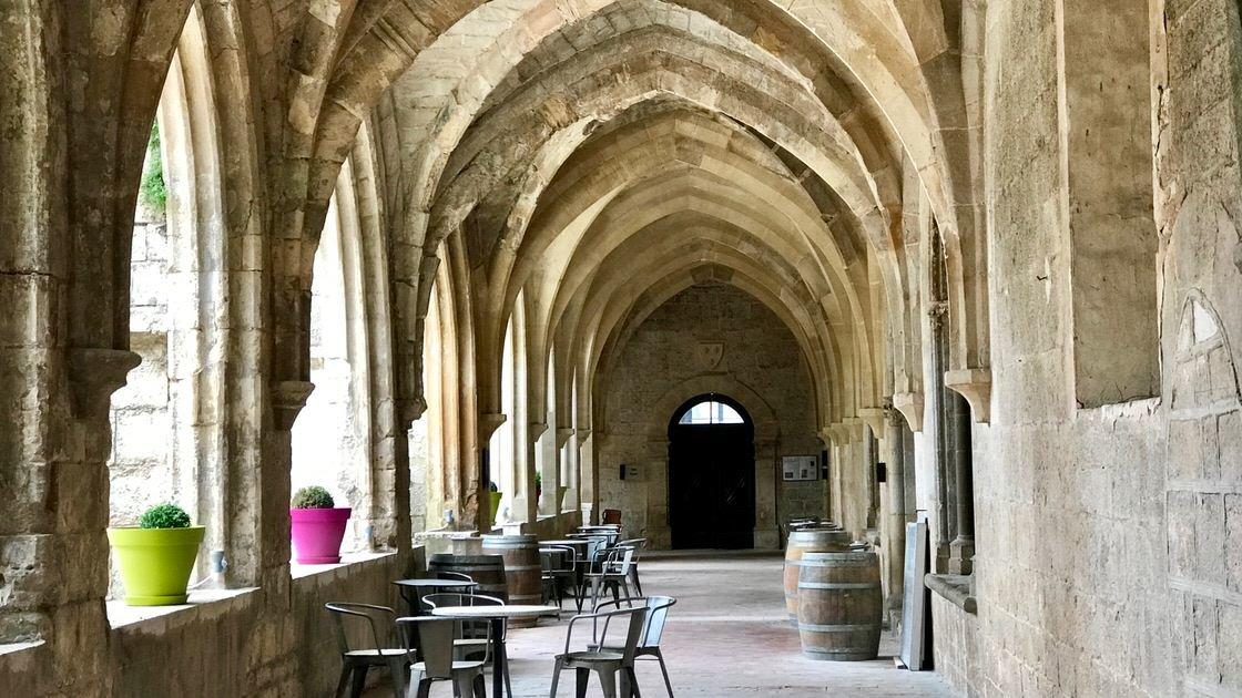 Dziedziniec dawnego klasztoru Dominikanów w Saint Maximin, tuż obok bazyliki św. Marii Magdaleny.