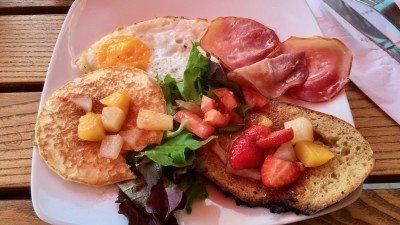 Francuskie śniadanie Elvis w Pain & Cie