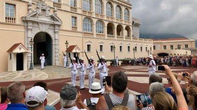Pałac Książęcy w Monako, uroczysta zmiana warty o godz. 12
