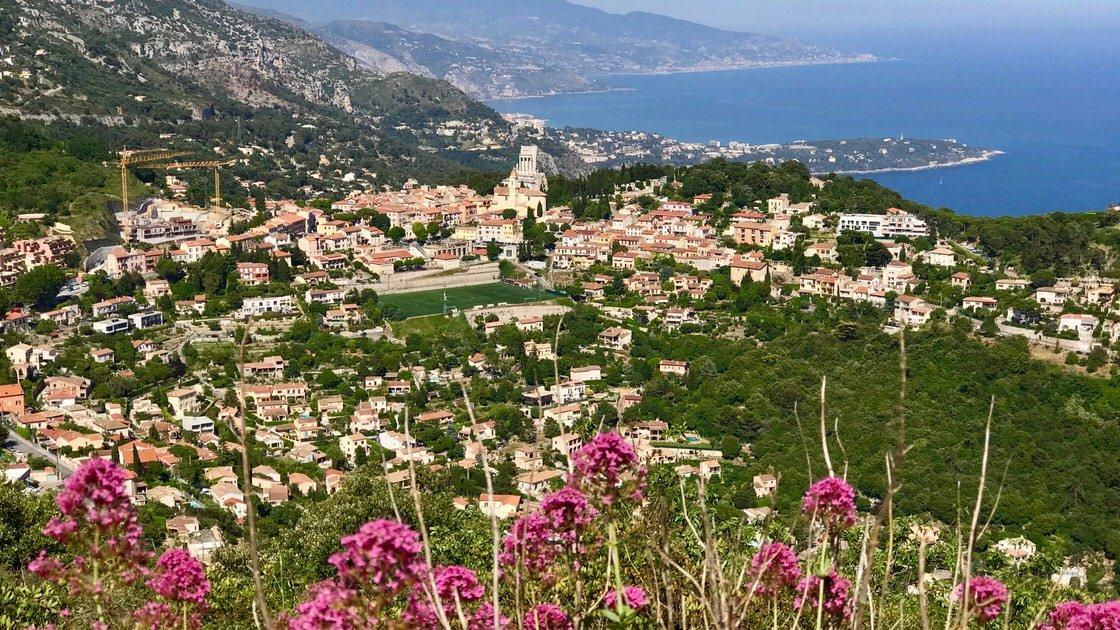 Panorama La Turbie z trasy spacerowej