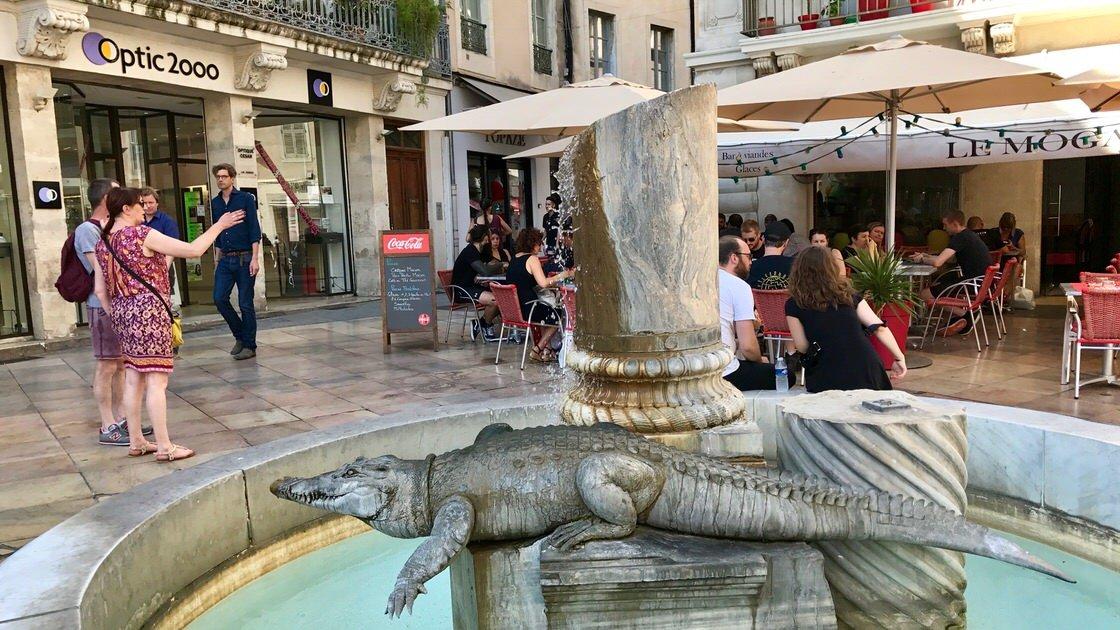 Krokodyl w fontannie w Nimes