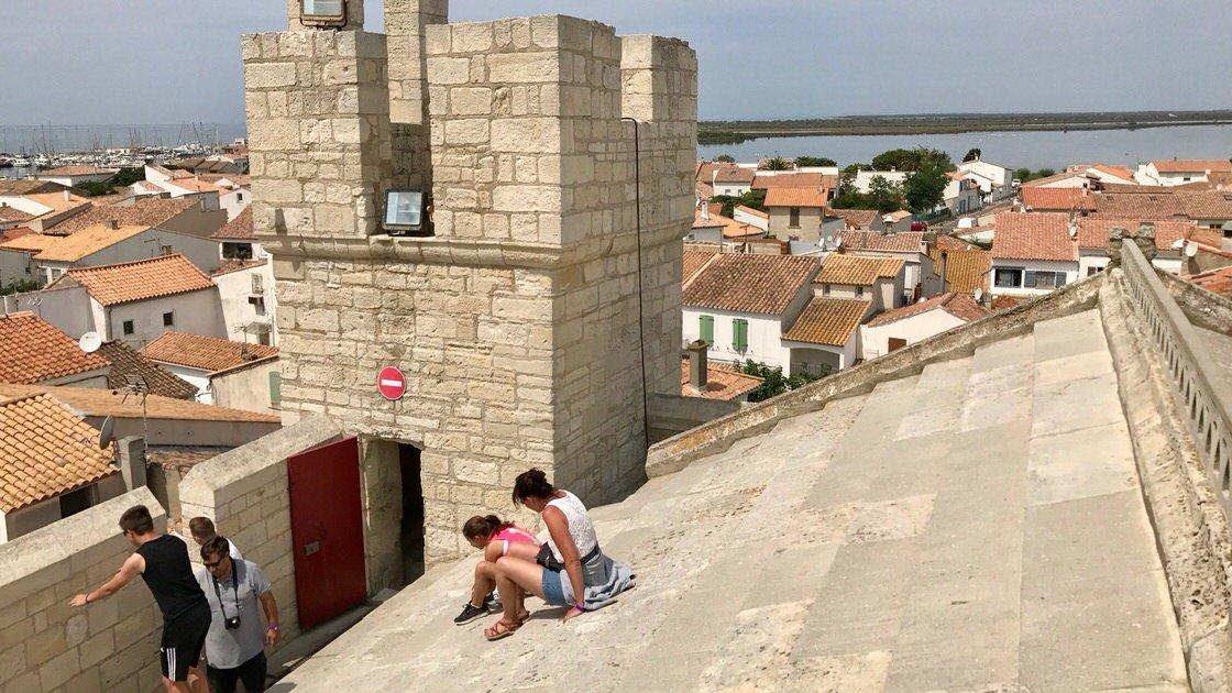Dach kościoła w Saintes-Maries-de-la-Mer