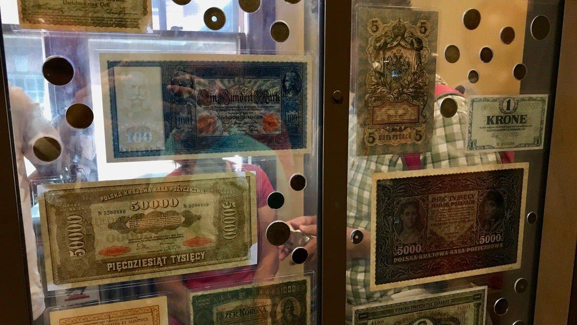 Polskie banknoty w Muzeum Emigracji na Ellis Island, Nowy Jork
