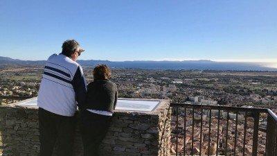 Widok na Hyeres i wyspy z ruin zamku nad miasteczkiem